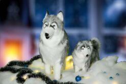 Mooie Volwassen Husky met kind in de sneeuw, incl kerstsneeuw, - ballen, besneeuwde kerstslinger en kerstverlichting. 202114 lxbxh = xxcm kopen